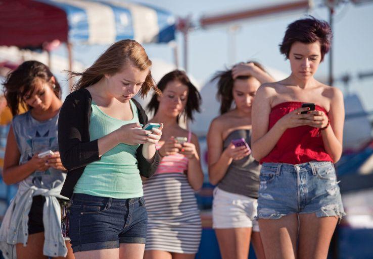 Instagram i Snapchat zaczynają wygrywać z Facebookiem