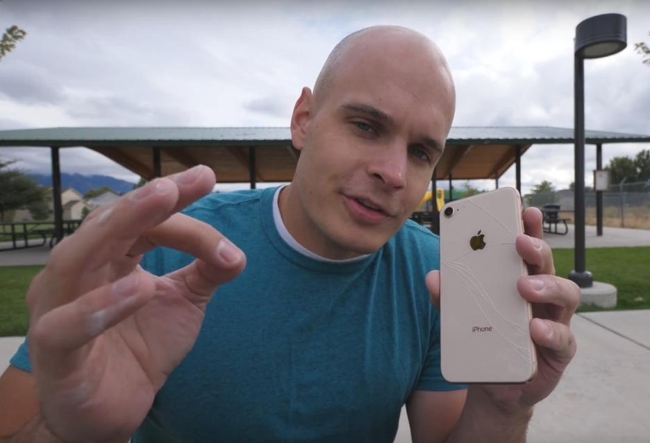 JerryRigEverything iPhone 8