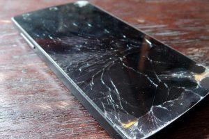 Zniszczony ekran smartfona