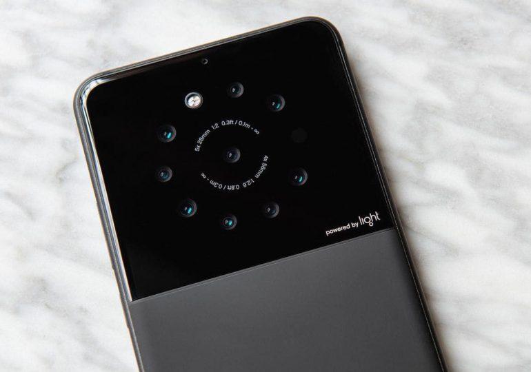 9 obiektywów w telefonie? Zdjęcia w 64 Mpix? Telefon Light