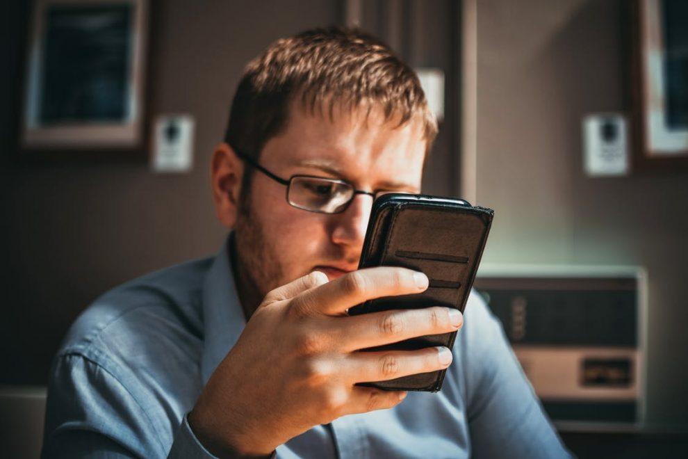 Znajdź sobie pracę przez telefon - aplikacja Praca za Rogiem