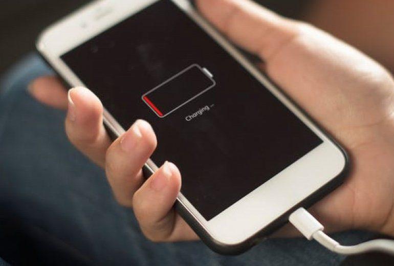 Jak oszczędzać baterię w telefonie w 3 krokach?
